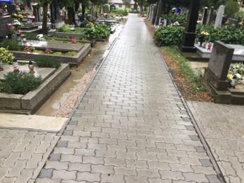 II., III., IV. etapa- chodník na miestnom cintoríne Senecká ulica